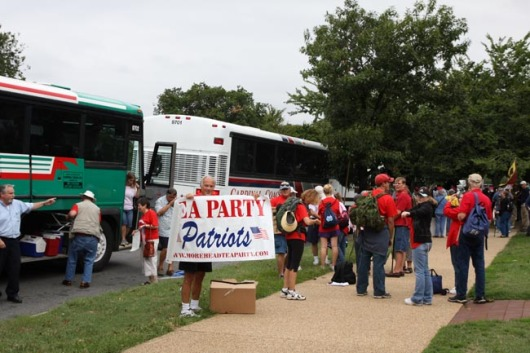 MC Patriots arriving in DC - Don Has the Banner